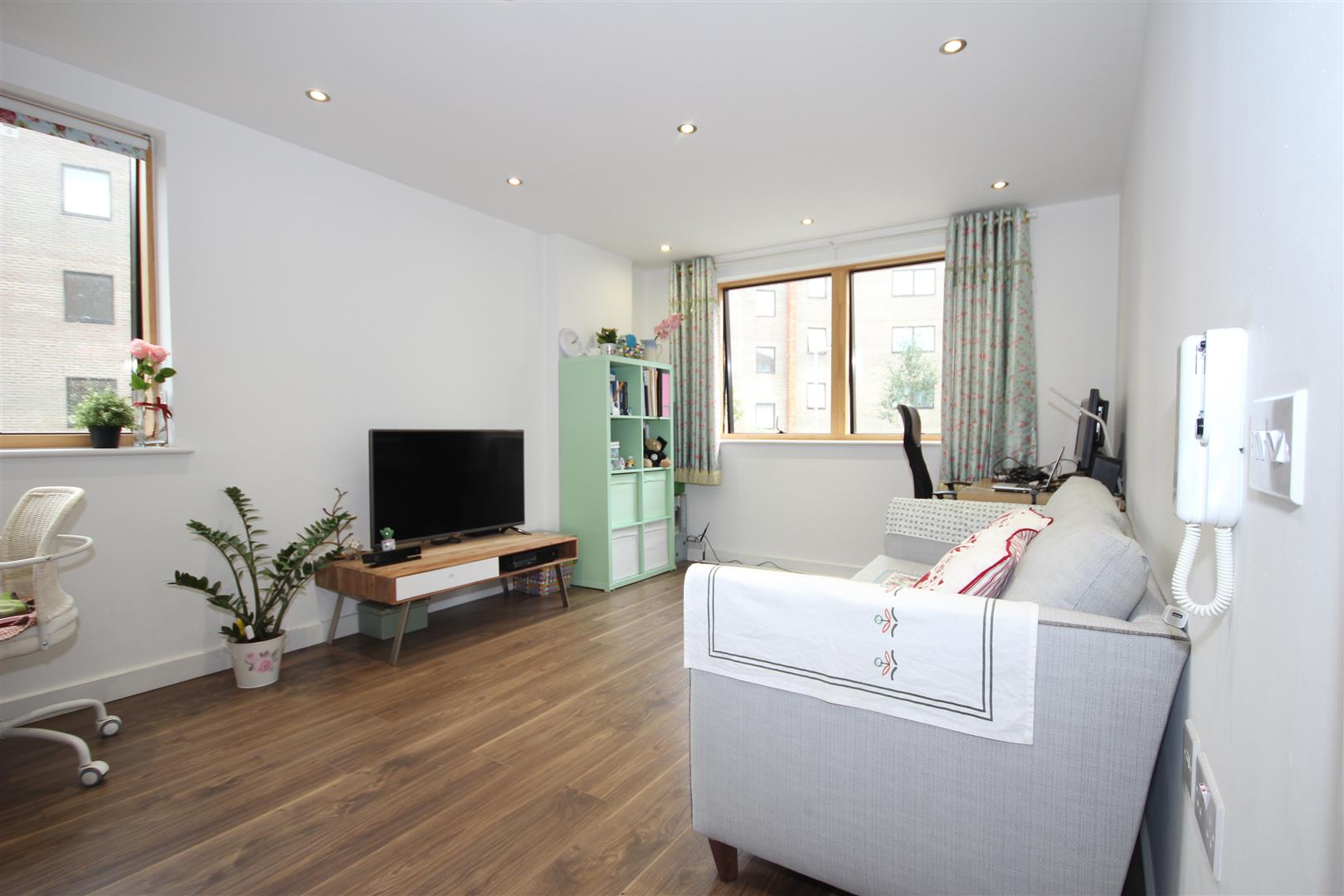 1 Bedroom Apartment Flat for sale in Armstrong Road, London
